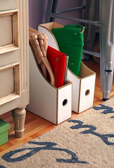 Garder les sacs dans des porte-revues