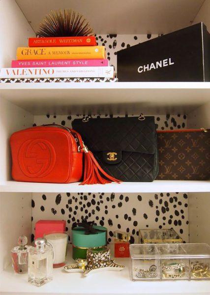Présentez vos plus beaux sacs sur une étagère