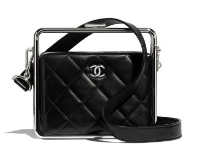 Sac pochette Chanel en agneau et métal argenté
