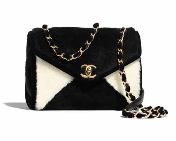 Petit sac à rabat Chanel en peau de mouton