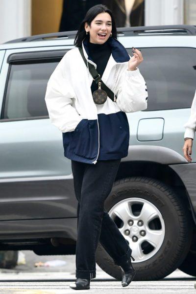 Dua Lipa avec la nouvelle pochette Louis Vuitton