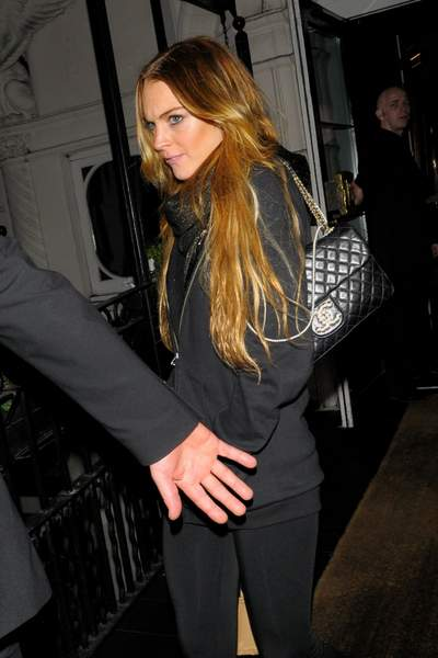 Lindsay Lohan avec son sac Chanel