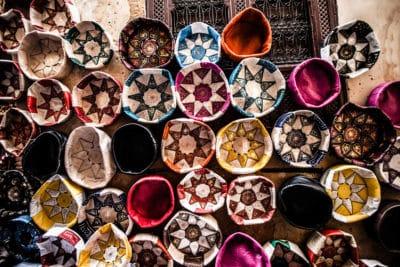 porte-monnaie marocain rond et coloré en forme de corbeille