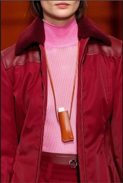 L'étui à rouge à lèvres Kiss Holder.